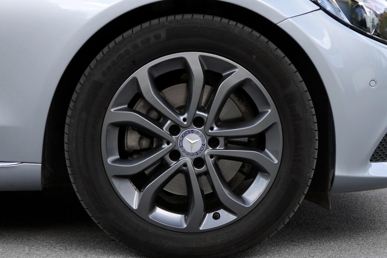 Mercedes-Benz C-razred 220d limuzina - 17-palčna lita platišča