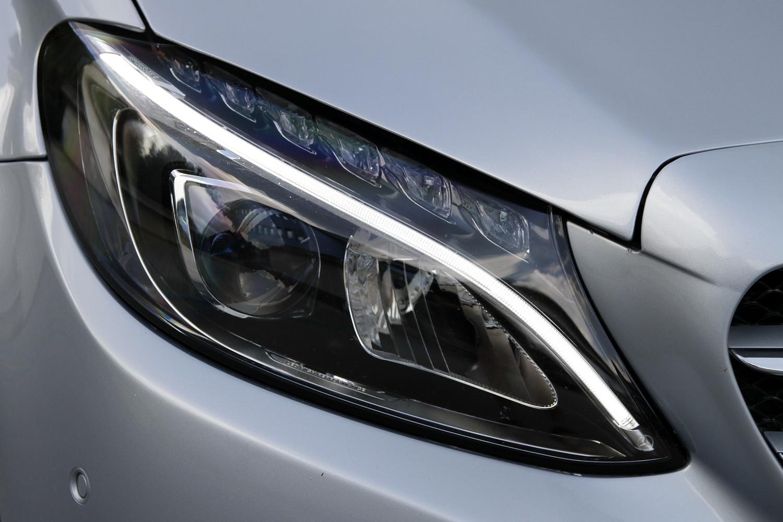 Mercedes-Benz C-razred 220d limuzina - LED žarometi