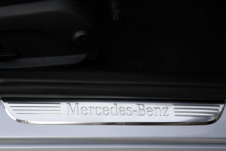 Mercedes-Benz C-razred 220d limuzina - okrasna plošča na pragu vrat