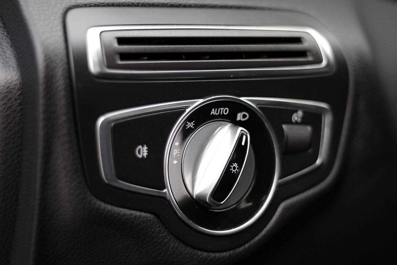 Mercedes-Benz C-razred 220d limuzina - stikalo luči