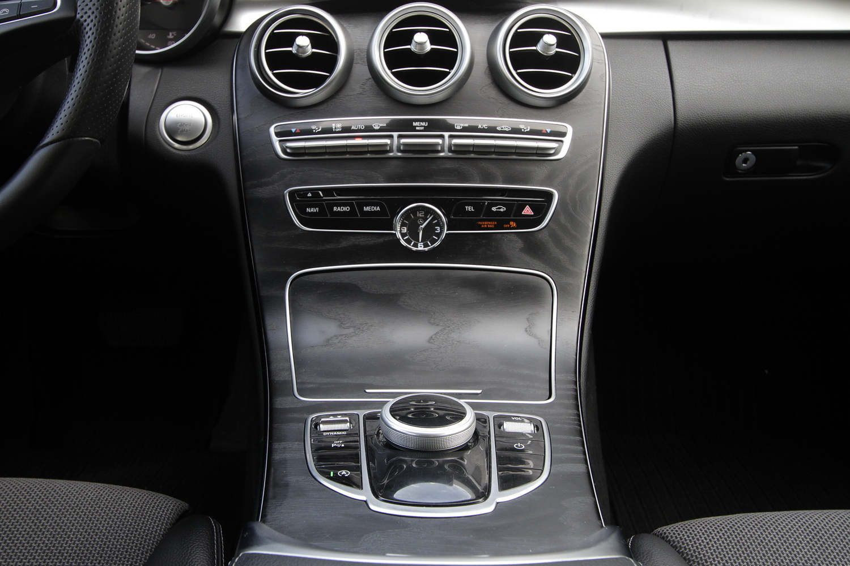 Mercedes-Benz C-razred 220d limuzina - sredinska konzola