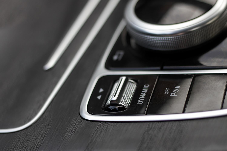 Mercedes-Benz C-razred 220d limuzina - vrtljiv gumb za upravljanje voznih nastavitev