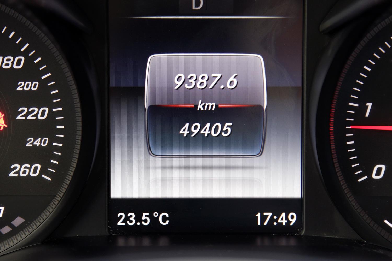 Mercedes-Benz C-razred 220d limuzina - zaslon med merilniki
