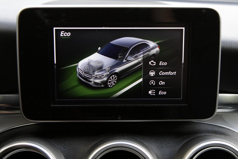 Mercedes-Benz C-razred 220d limuzina - osrednji zaslon - nastavljanje komponent vozila