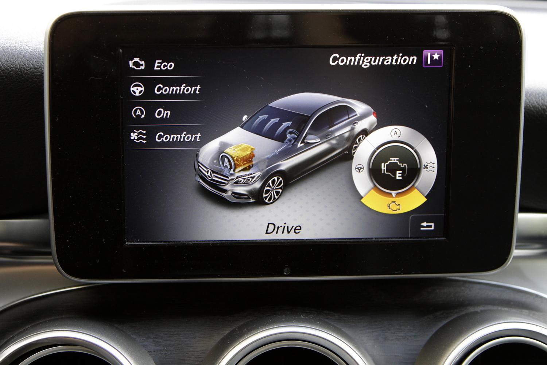 Mercedes-Benz C-razred 220d limuzina - osrednji zaslon