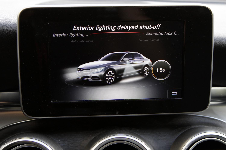 Mercedes-Benz C-razred 220d limuzina - osrednji zaslon - nastavitve zunanjih luči