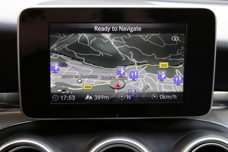 Mercedes-Benz C-razred 220d limuzina - osrednji zaslon - navigacija