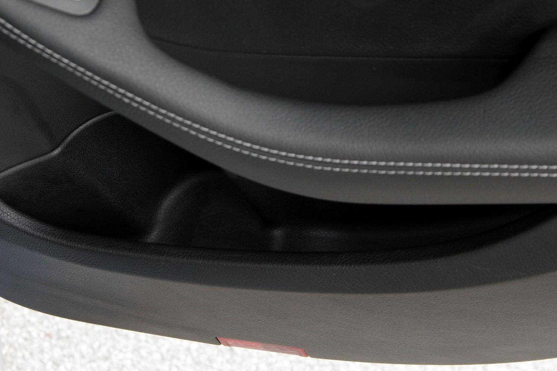 Mercedes-Benz C-razred 220d limuzina - predal v zadnjih vratih