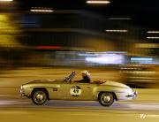 Mercedes pri nočnem prihodu v Parmo.