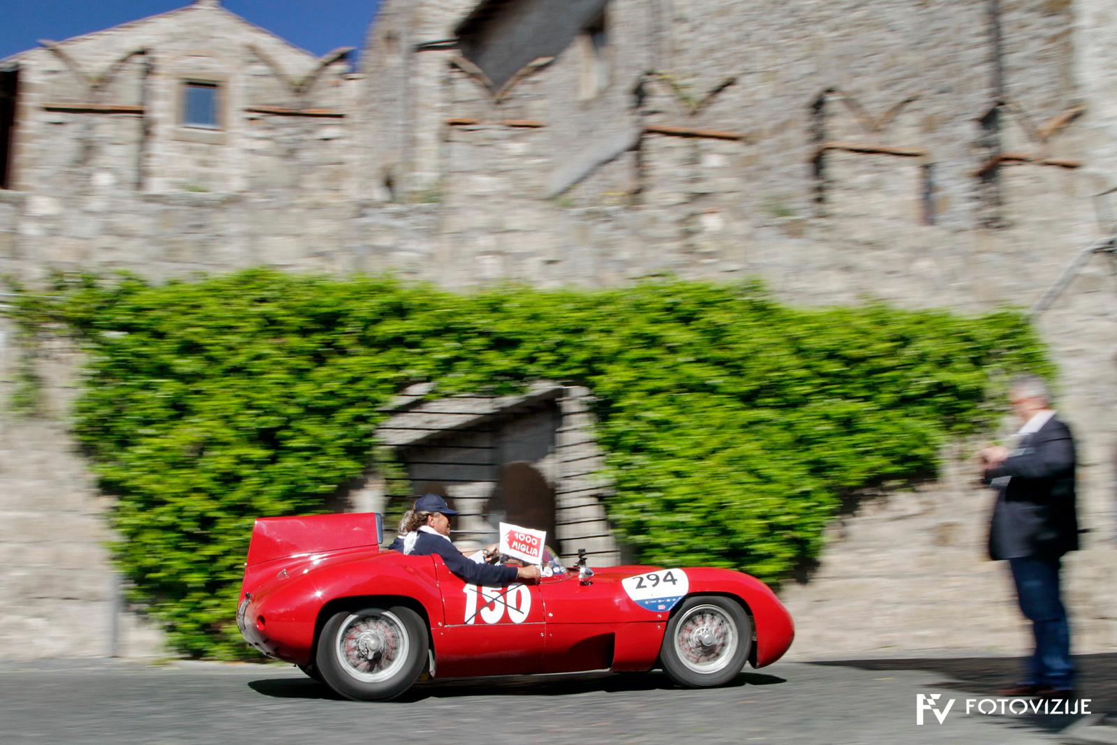Mille Miglia 2018: Dirkalna O.S.C.A MT4 1100 2AD Valentini pred obzidjem