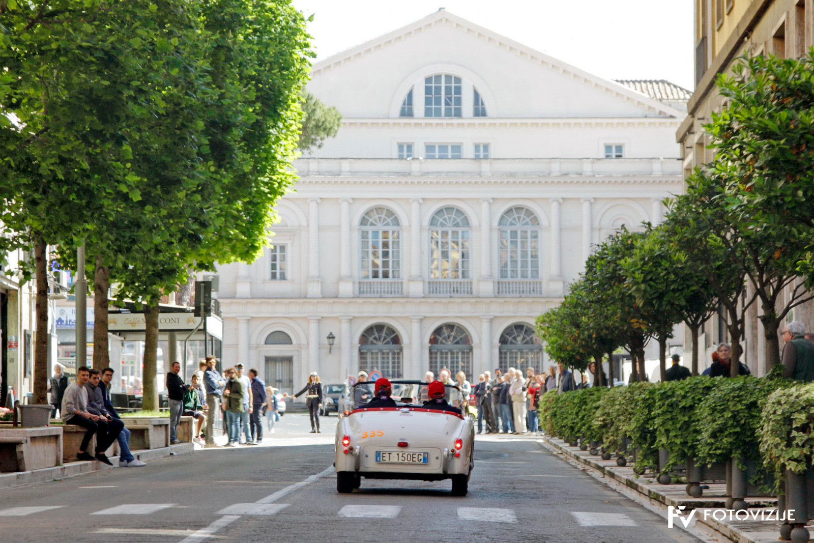 Mille Miglia 2018: Umirjeno po glavni ulici - triumph TR2 sports