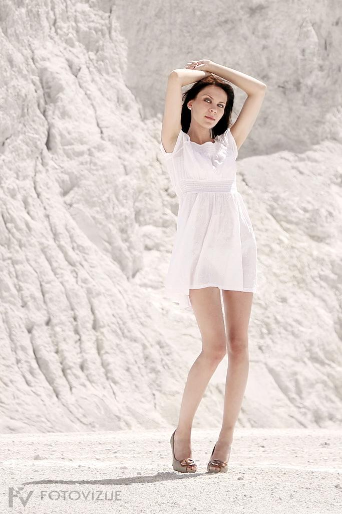 Lahkotno poletno elegantna Aleksandra