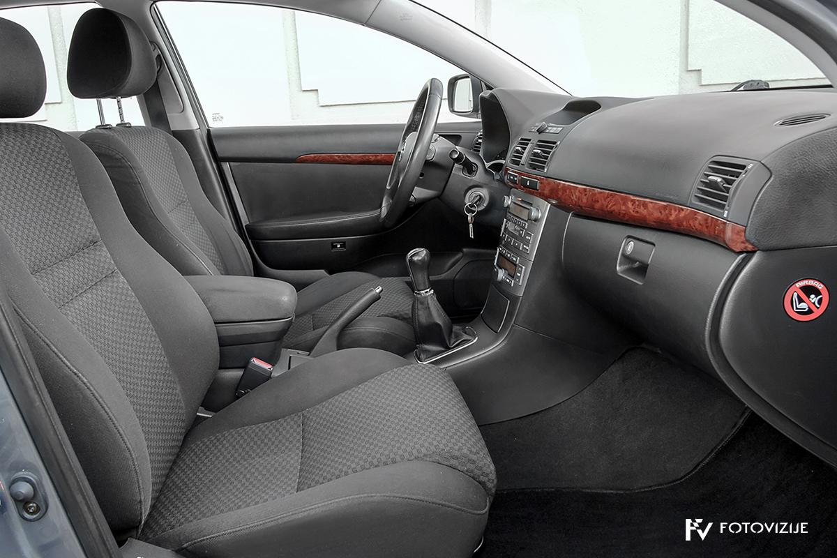 Toyota avensis 2,0 D-4D Sol, 2003 - notranjost spredaj