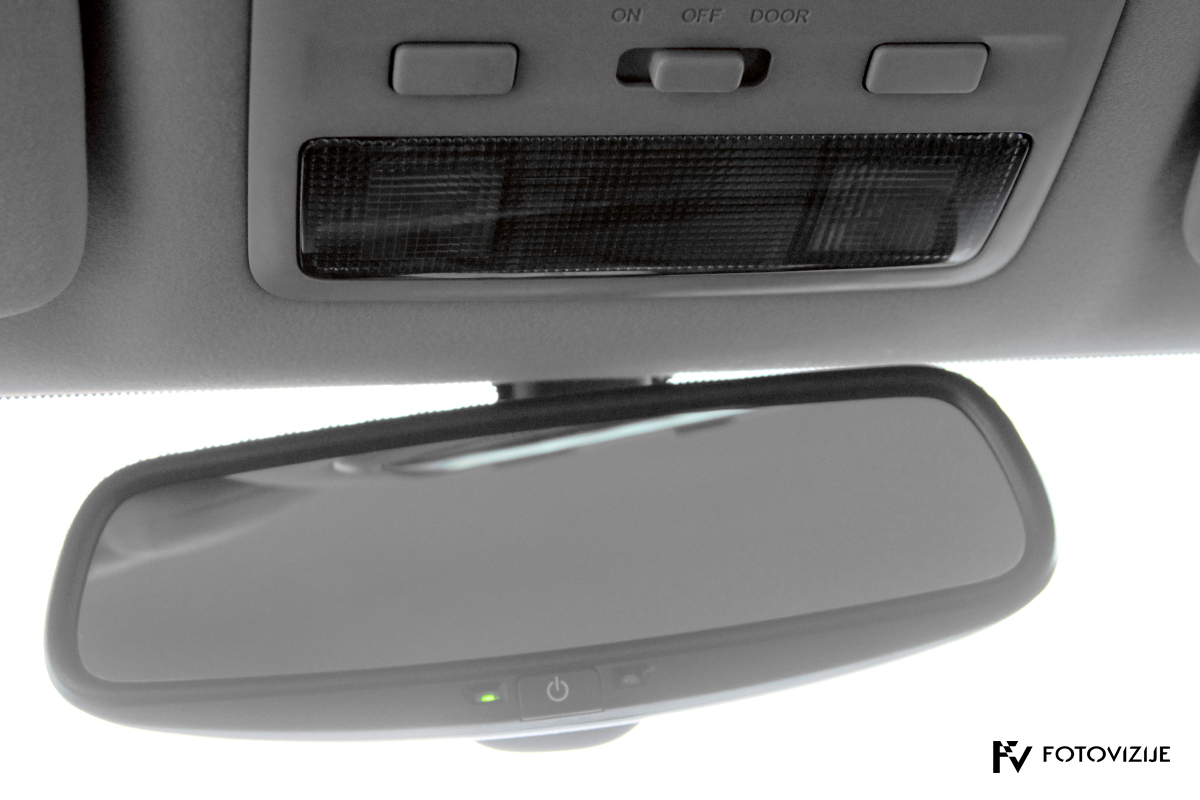 Toyota avensis 2,0 D-4D Sol, 2003 - notranji detajli - samodejno zatemnjevanje ogledala