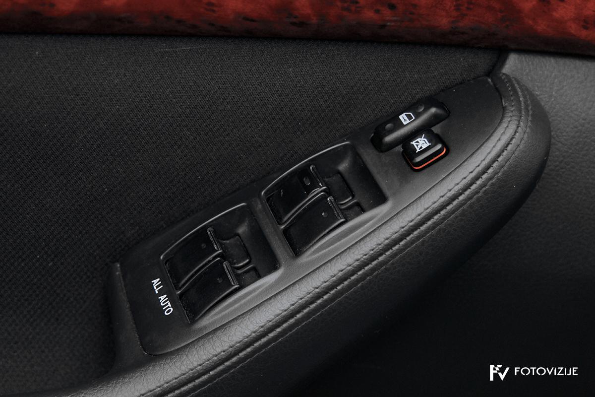 Toyota avensis 2,0 D-4D Sol, 2003 - notranji detajli - električni pomik vseh stekel