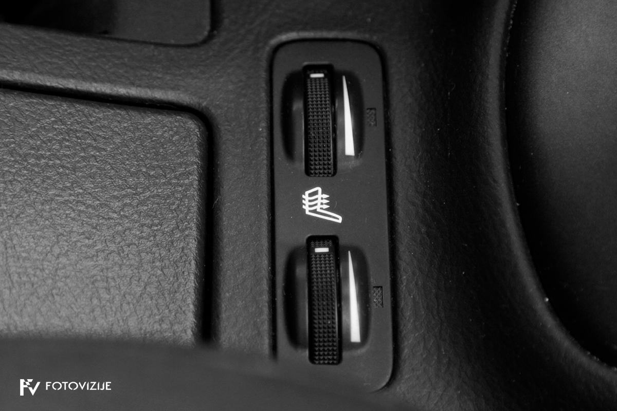 Toyota avensis 2,0 D-4D Sol, 2003 - notranji detajli - gretje prednjih sedežev