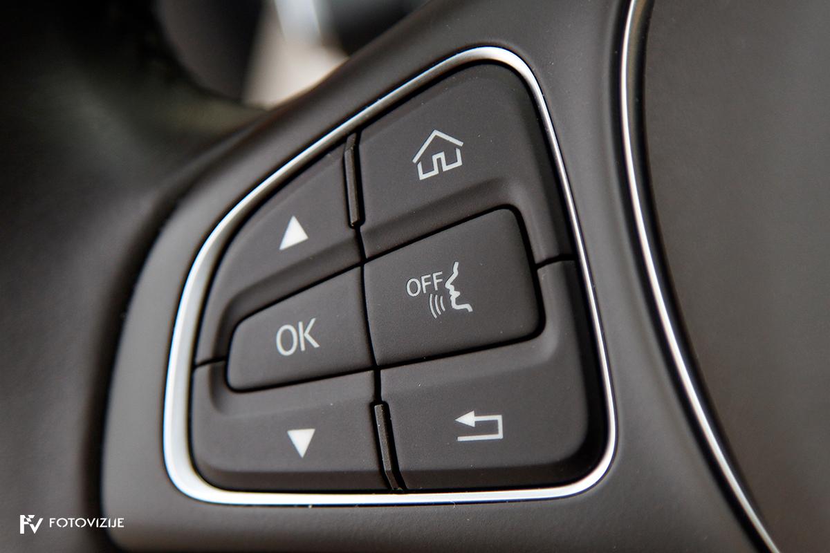 Mercedes-Benz C 220d karavan Avantgarde-Luxury 2016 - gumb za glasovno upravljanje navigacije
