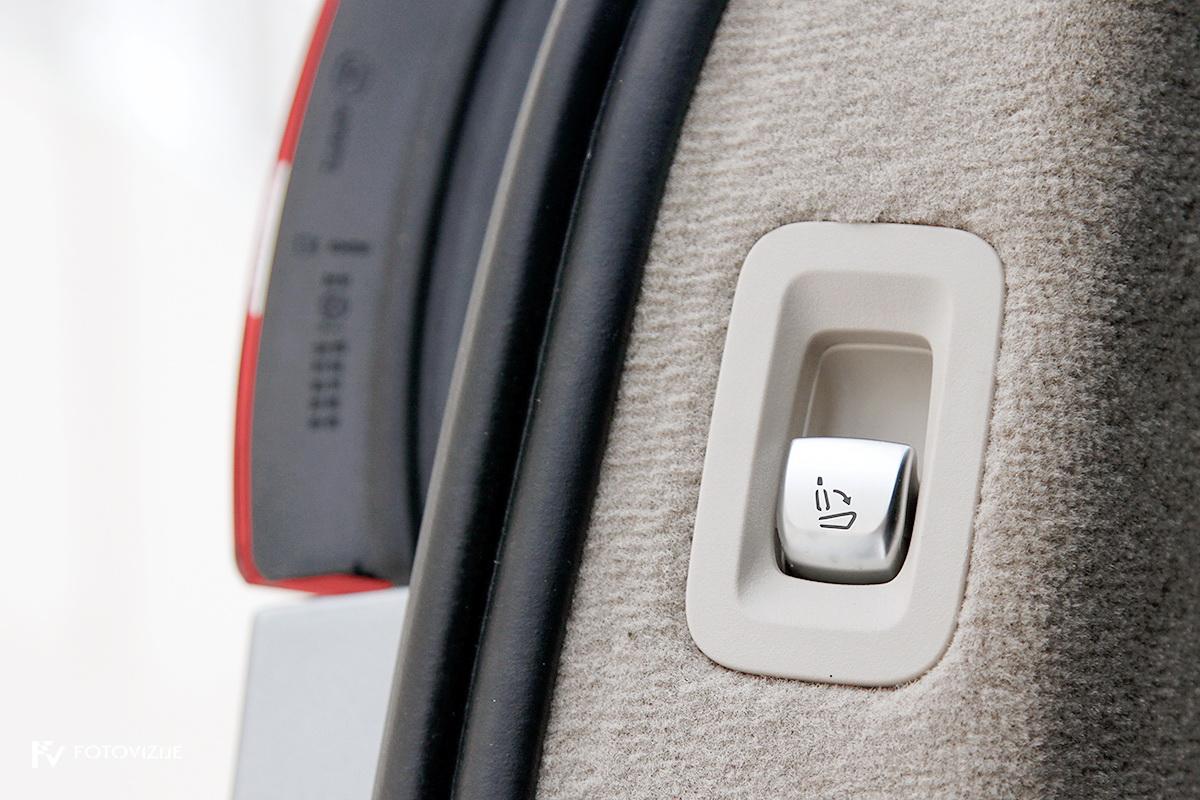 Mercedes-Benz C 220d karavan Avantgarde-Luxury 2016 - električno podiranje naslonov zadnje klopi