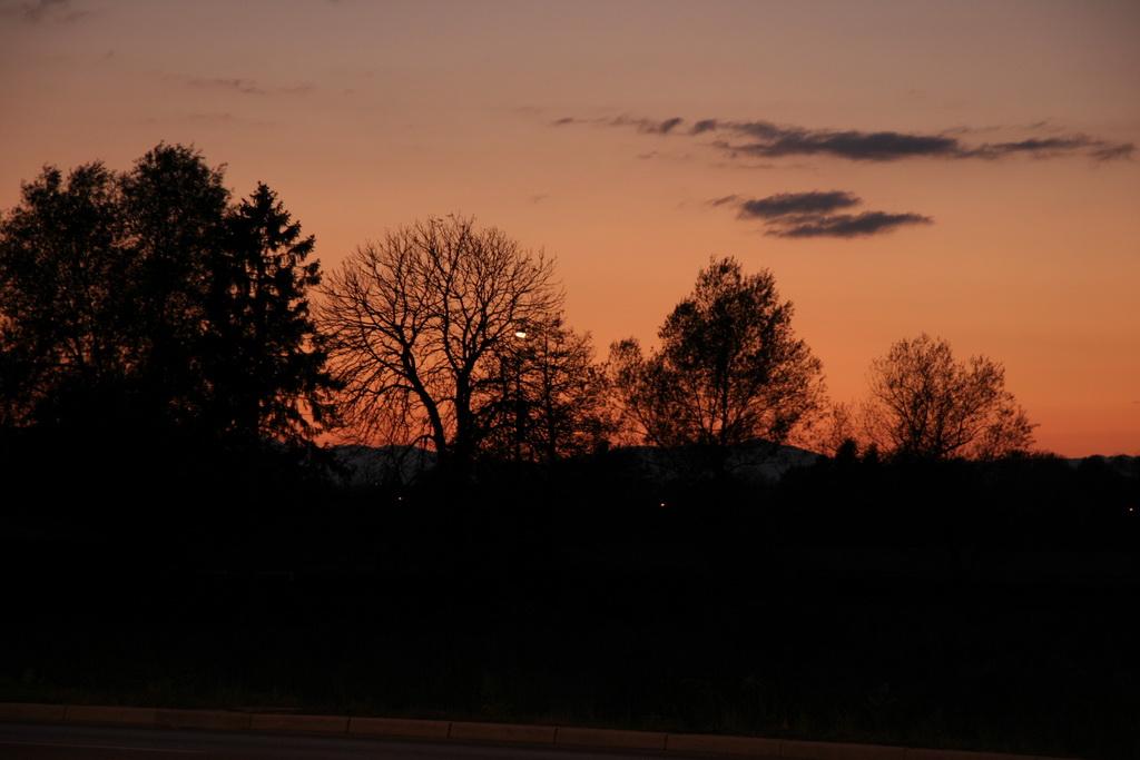 Tople barve sončnega zahoda so poskrbele za lep zaključek dneva