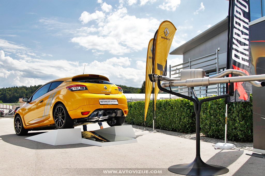 Renault megane RS trophy 275 in izpuh Akrapovič