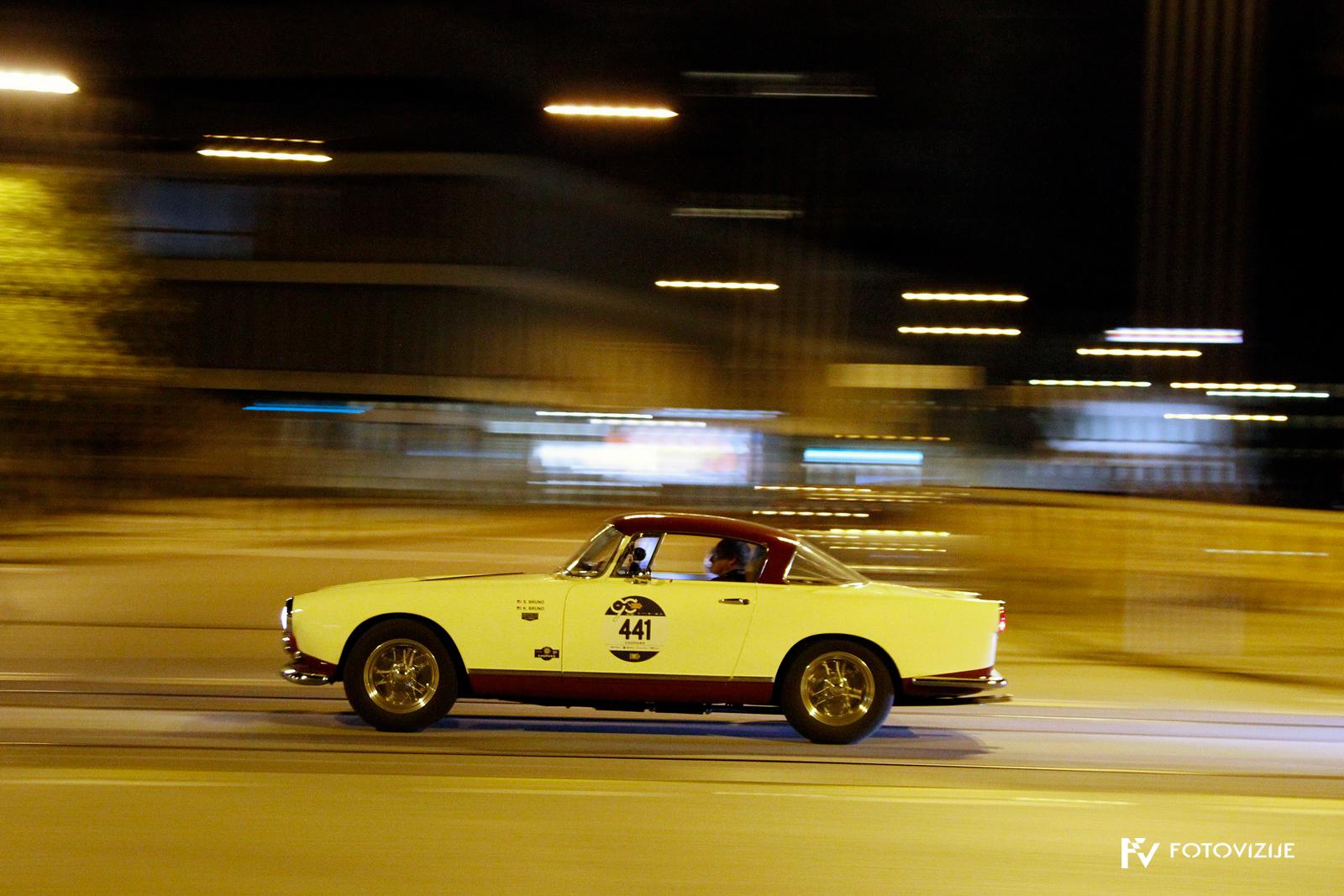 Ferrari ob nočnem prihodu v Padovo
