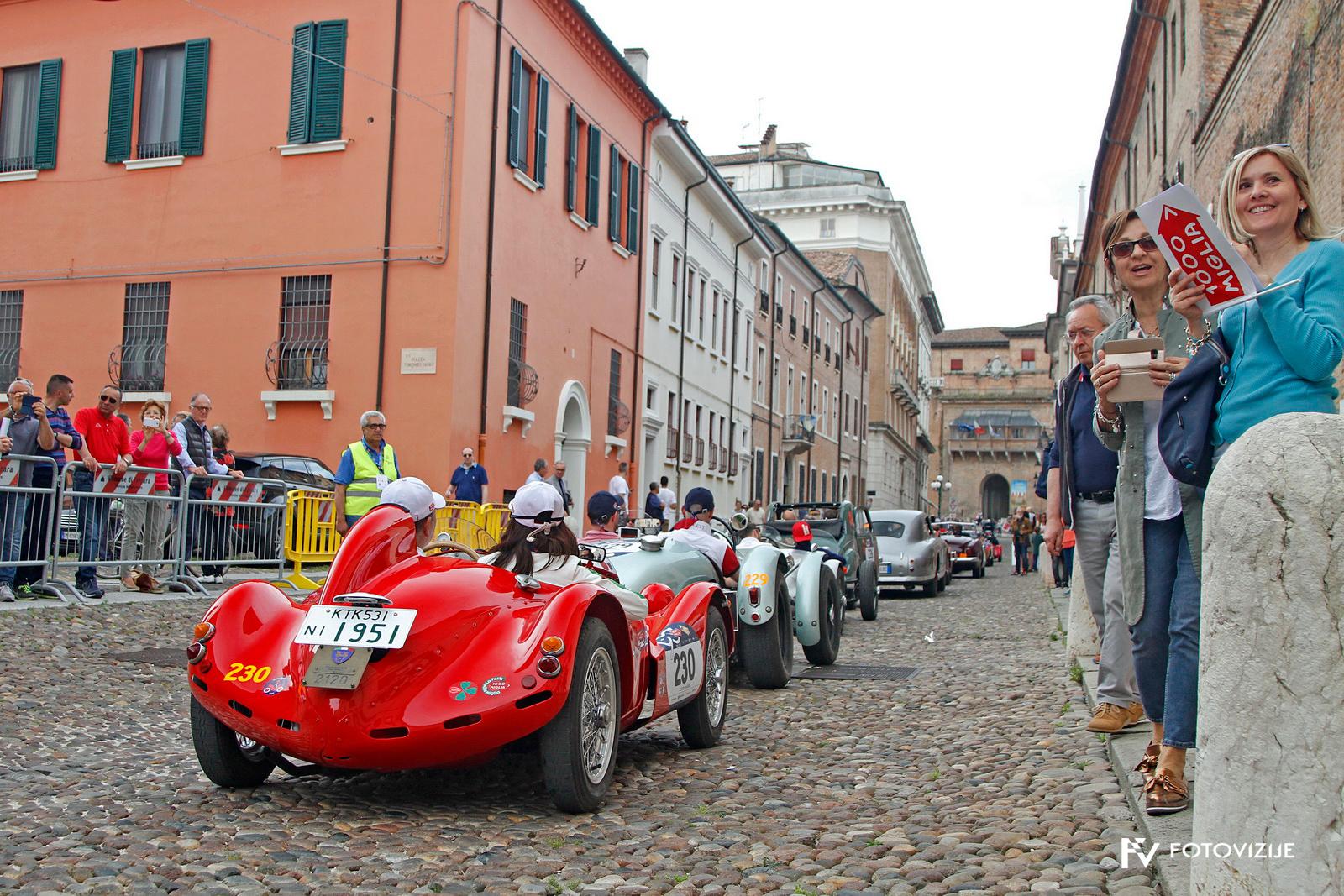 Čakanje na točnostno vožnjo v Ferrari