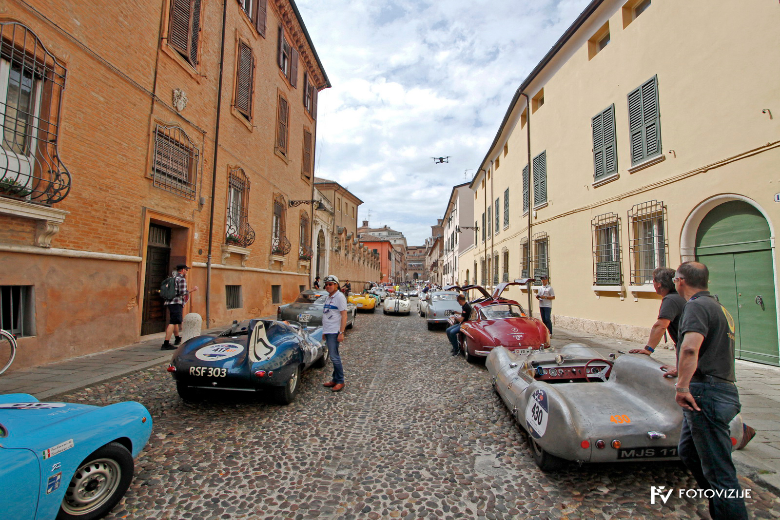 Ferrara je bila ena redkih prilik, da se je dalo videti večino avtomobilov udeleženih na dirki Mille Miglia