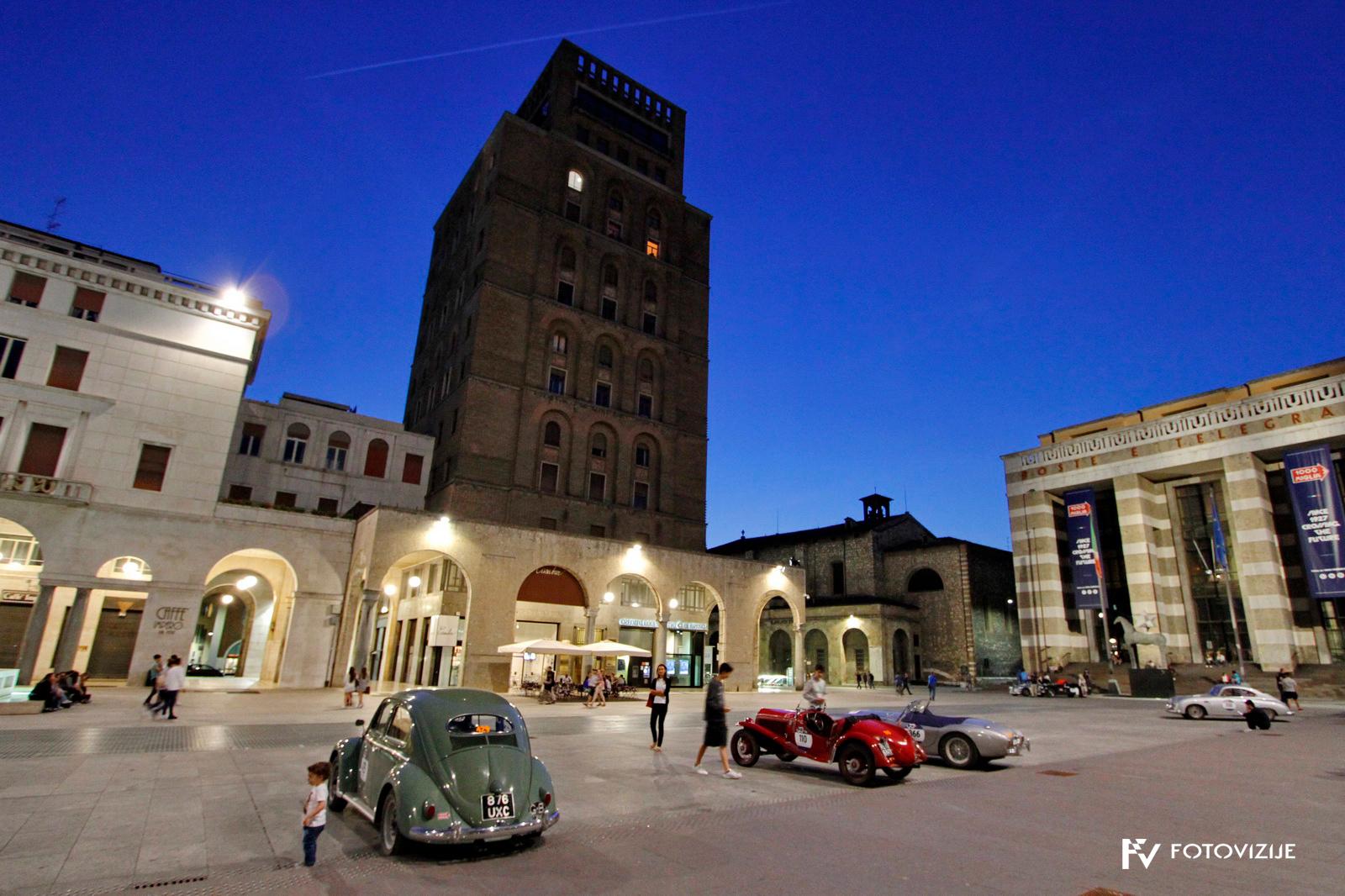 Večerna Brescia - po koncu Mille Miglia.