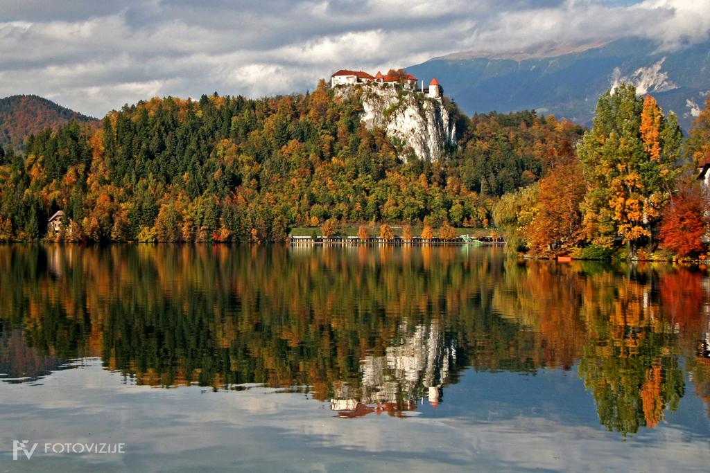 Blejsko jezero in grad v jeseni