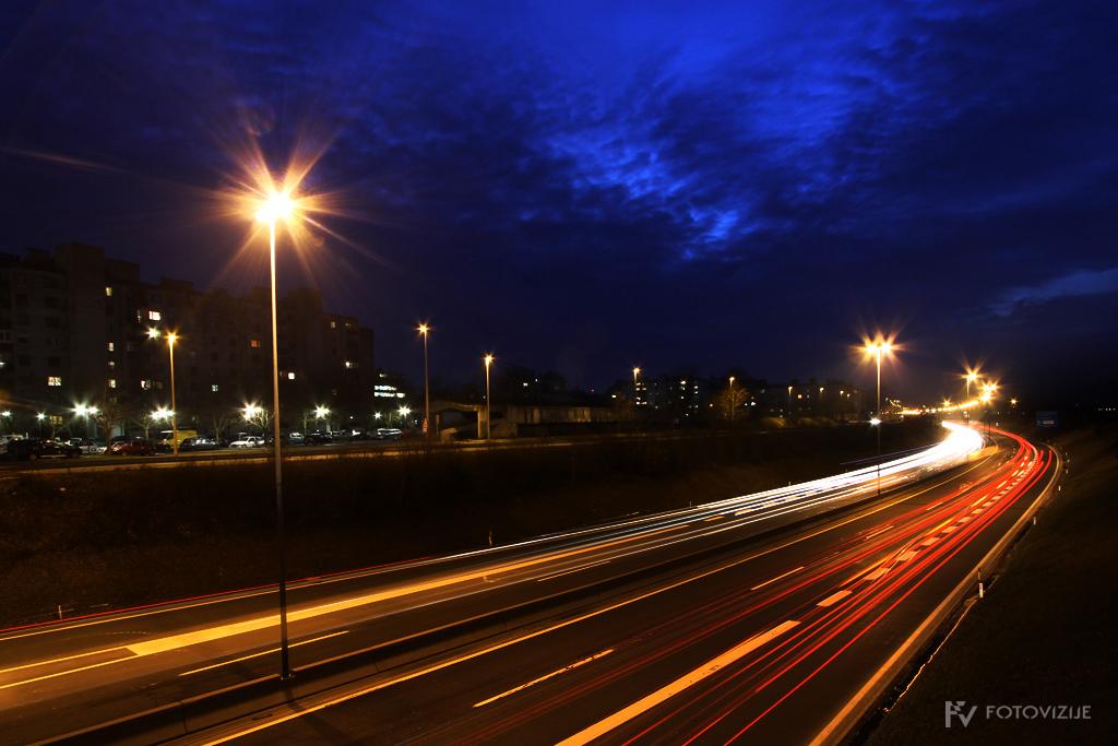 Ljubljanska obvoznica ponoči