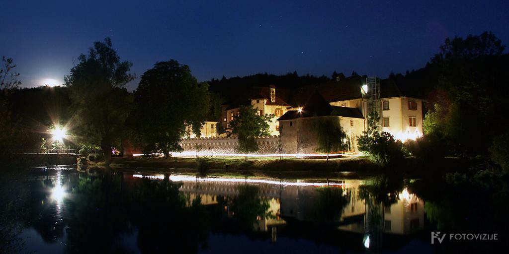 Grad Otočec ponoči