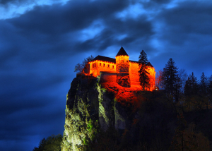 Blejski grad ponoči