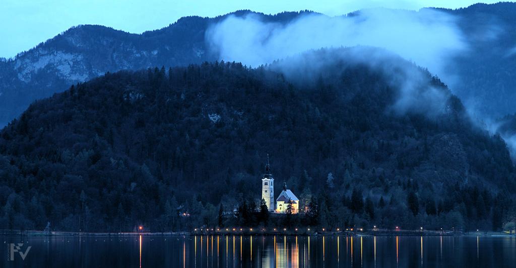 Blejski otok in cerkvica po dežju