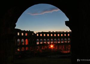 Arena Pula ponoči
